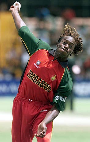 Henry_olonga_with_black_arm_band