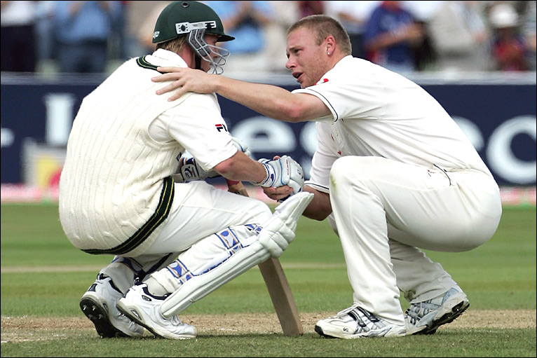 Andrew Flintoff consoles Brett Lee in 2005