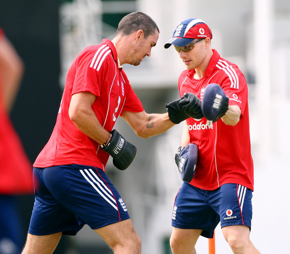 Kevin Pietersen gets ready to face Dougie Bollinger