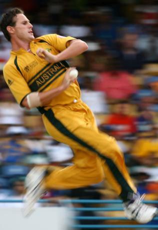 Shaun-tait-aus-fast-bowler