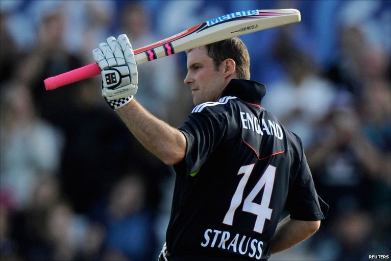 Andrew Strauss reaches his 100