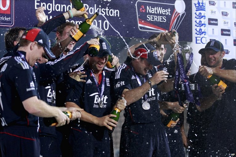 England celebrate after clinching the series 3-2