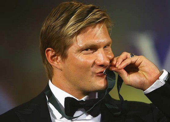 Shane Watson wins the AB medal for doing ok