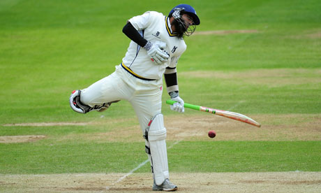 Mohammad Yousuf kept his head whilst others lost theirs (nealrly literally) on  a diificult Edgbaston pitch to look a class apart with the bat