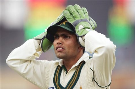 The ball's not there Kamran - Kamran Akmal - the worst wicketkeeper in cricket history