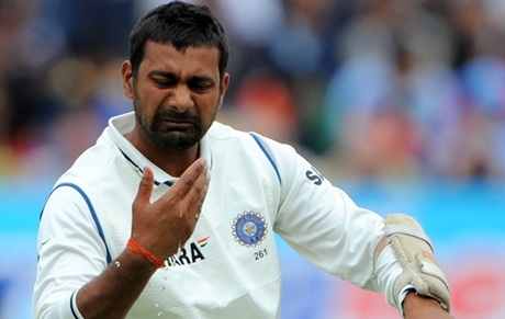Praveen Kumar tells his hand how disgusted he is about his omission from the squad to face West Indies in the 1st Test