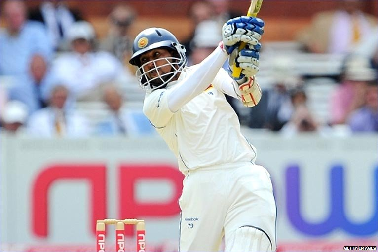 Tillakaratne Dilshan lashes another boundary off a lacklustre England attack in the 2nd Test at Lord's