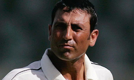Younis Khan preveils in a staring competition with Ijaz Butt